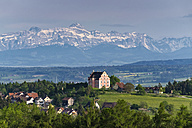 Germany, Baden-Wuerttemberg, Constance district, View over Bodanrueck to Freudental Castle, in the backgrount Swiss Alps with Saentis - EL001762