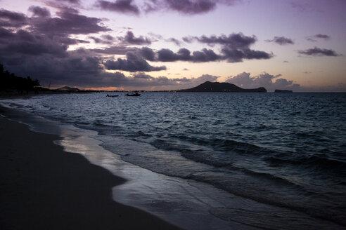 USA, Hawaii, Oahu, Lanikai Beach at dusk - NGF000347