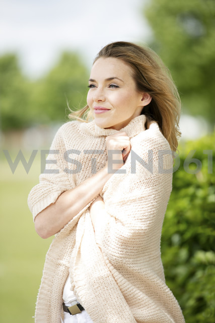 Portrait of smiling blond woman dressed with cardigan - GDF001013 - Gabi Dilly/Westend61