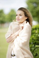 Portrait of smiling blond woman dressed with cardigan - GDF001013