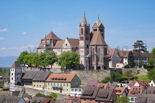 Germany, Baden-Wuerttemberg, Breisach, Old town, View to Breisach Minster - ELF001766