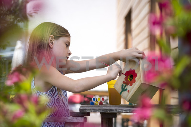 Girl painting red flower on a birdhouse - SARF002771 - Sandra Roesch/Westend61