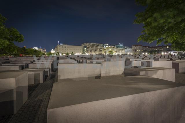 Germany, Berlin, Holocaust memorial at night - NK000465 - Stefan Kunert/Westend61