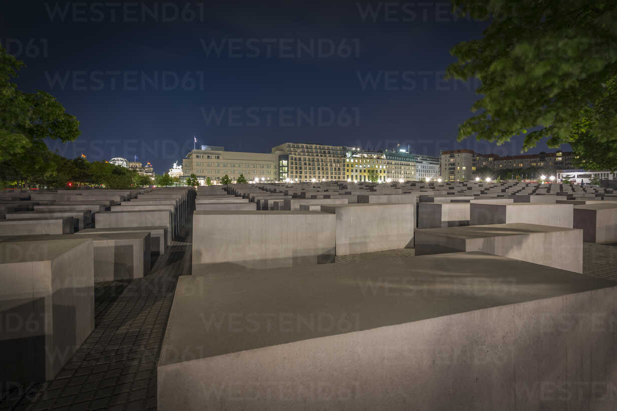 Germany, Berlin, Holocaust memorial at night - NK000465 - Stefan Kunert/Westend61
