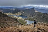 UK, North Wales, Snowdonia, Cwm Glas, Garnedd Ugain, Clogwyn y Parson, mountaineer - ALRF000527
