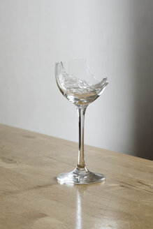 Broken wine glass - SKAF000016