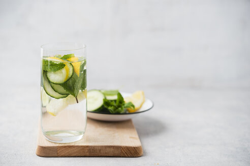 Glass of water flavoured with cucumber, lemon and mint - MYF001508