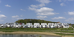 Germany, Nordrhein-Westfalen, Dortmund, Hoerde, Lake Phoenix, settlement with modern buildings - WIF003337