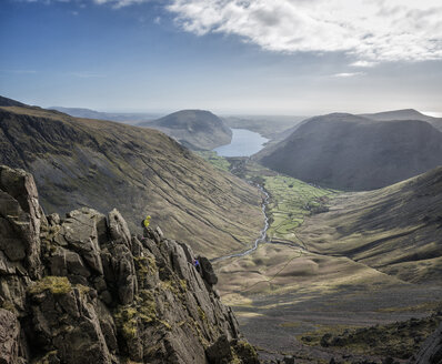 England, Cumbria, Lake District, Wasdale Valley, Wastwater, Great Gable, climbers - ALRF000573