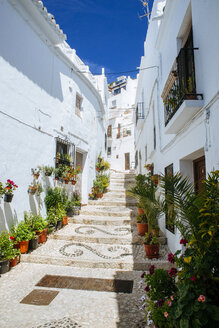 Spain, Andalusia, Frigiliana, typical alley - KIJF000486