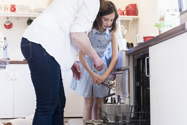 Mother and two girls clearing the dishwasher - MJF001860