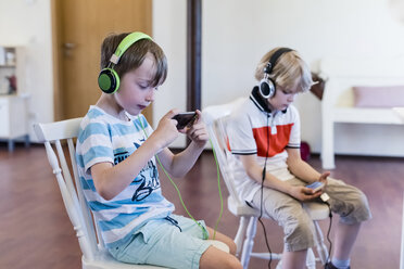 Two boys with cell phones and headphones - MJF001881