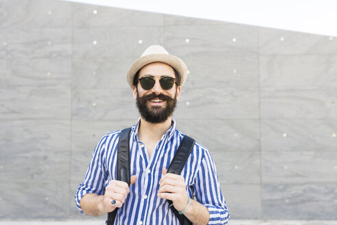 Portrait of bearded young man with sunglasses, hat and backpack - FMOF000008