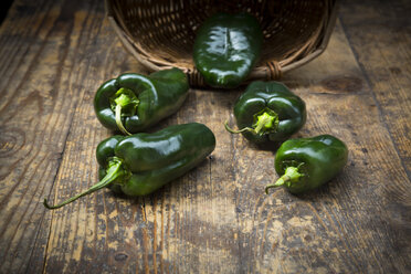 Green pointed pepper on wood - LVF004966