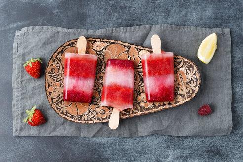 Homemade strawberry raspberry lemon ice lollies - MYF001572