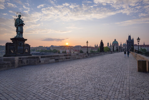 Czechia, Prague, Old town, view to Charles Bridge and Old Town Bridge Tower at sunset - WGF000880
