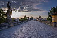 Czechia, Prague, Old town, view to Charles Bridge and Old Town Bridge Tower at sunset - WGF000883