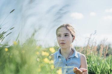 Grl in flower meadow - MJF001967