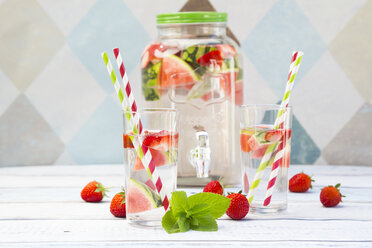 Detox water, infused water, watermelon, strawberry and mint - LVF005004