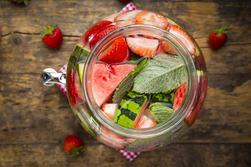 Detox water, infused water, watermelon, strawberry and mint - LVF005010