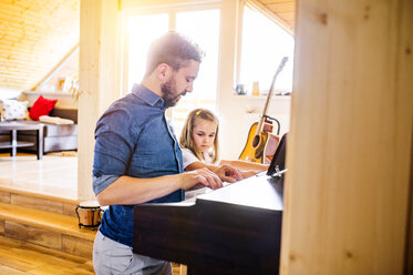 Father and daughter making music together - HAPF000523