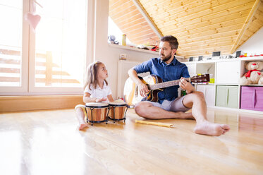 Father and daughter making music together - HAPF000526