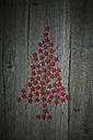 Red stars shaped like a Christmas tree on wood - ASF005915