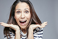 Portrait of surprised woman screaming out loud - RHF001645