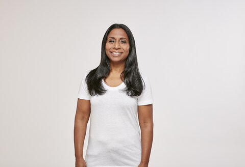 Portrait of confident woman with black hair wearing white t-shirt - RHF001648