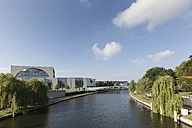 Germany, Berlin, government buildings at Spree river - FCF000975