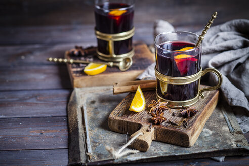 Mulled wine with oranges and spices - SBDF002957