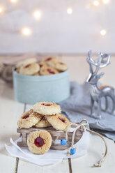 Home-baked Christmas cookies, thumbprint cookies, christmas decoration - SBDF002981
