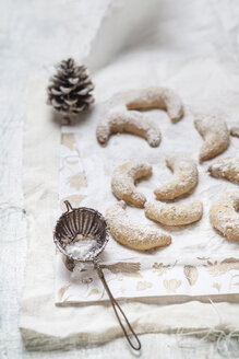 Home-baked Christmas cookies, vanilla crescent cookies - SBDF002984