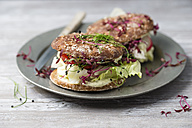 Veggie burger, wholemeal, vegan, with salad, radish, tomato, rock chives cress, yoghurt herb sauce - MYF001647