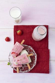 Buttermilk ice cream, strawberry and vanilla - MYF001656