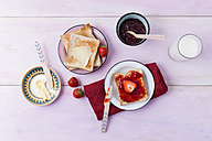 Toast and strawberry marmelade - MYF001665