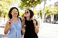 Two best friends with ice lollies having a walk - VABF000653