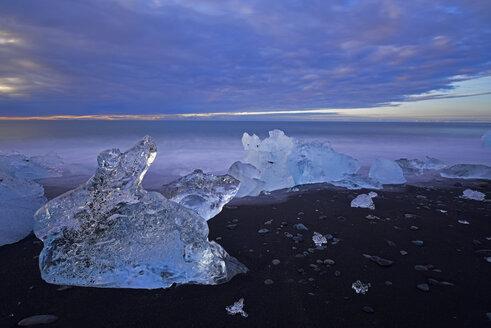 Iceland, Jokulsarlon, icebergs at twilight - FDF000196