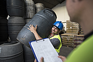 Workers make barrels inventory in warehouse - JASF000891