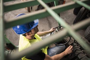 Worker working, lift machine - JASF000897