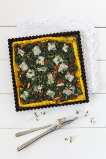 Spinach tart with tomato pesto and polenta, vegetarian and glutenfree - EVGF002987