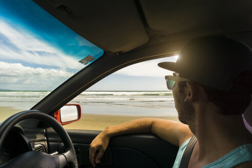 New Zealand, man sitting in his car looking to the sea - UUF007934