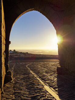 Portugal,  Alentejo, Castelo de Monsaraz, Arena in the early morning - LAF001700