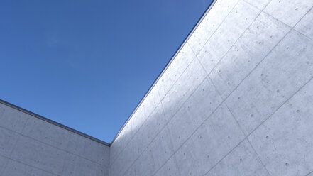 High concrete wall, 3D Rendering - UW000912