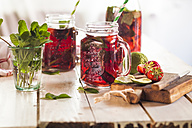 Iced tea with fruits, hibiscus, strawberries, mint, limes - SBDF003005