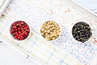 Row of three bowls with red, white and black currants - LVF005104