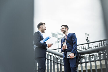 Two businessman talking in the city - UUF008015