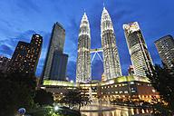Malaysia, Kuala Lumpur, Petronas Towers at night - FP000098