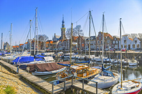Netherlands, Veere, view to city and harbour with moored sailing boats in the foreground - CPF000032