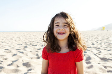 Portrait of happy little girl on the beach - VABF000677